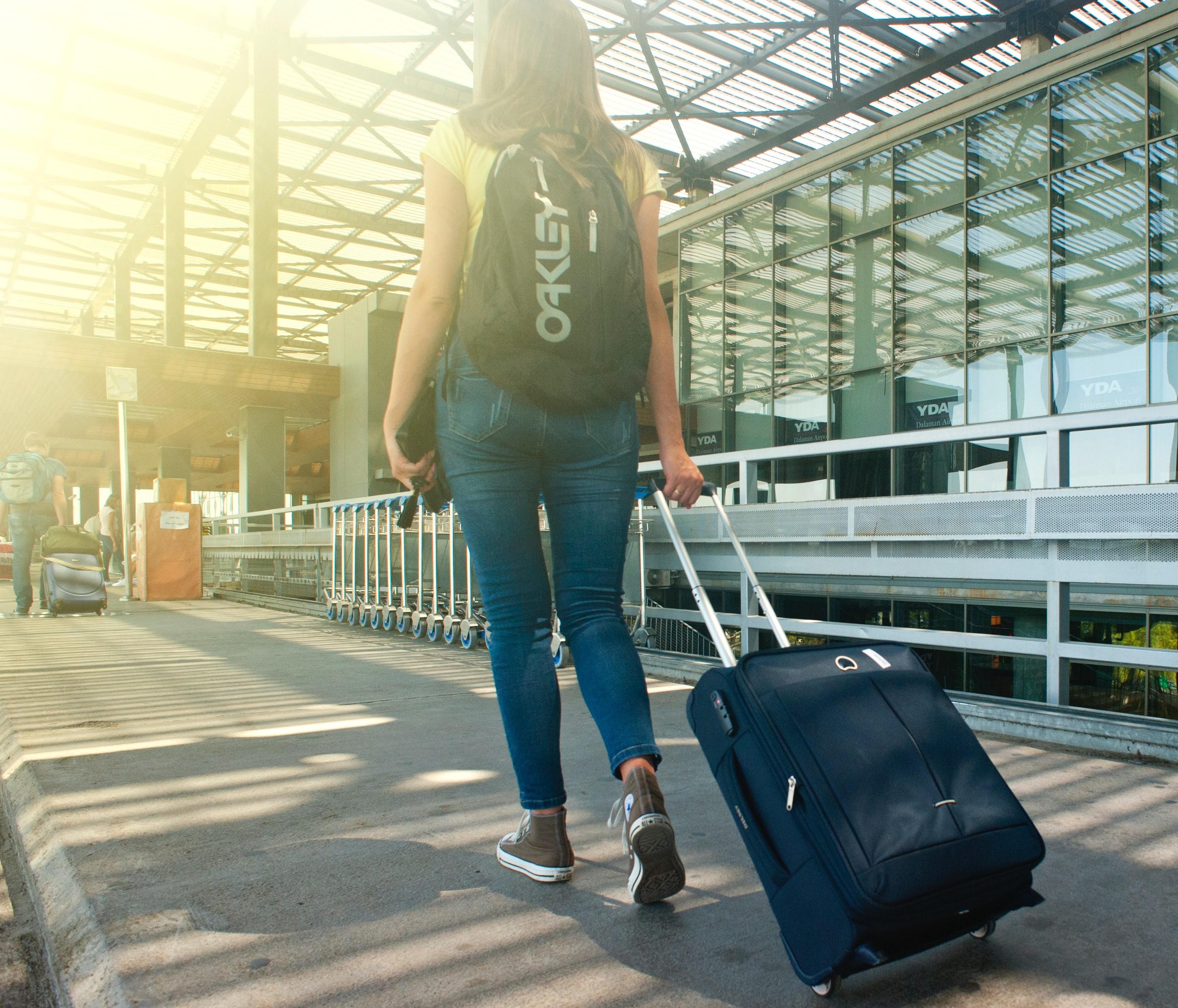 Kvinne pa reise-1
