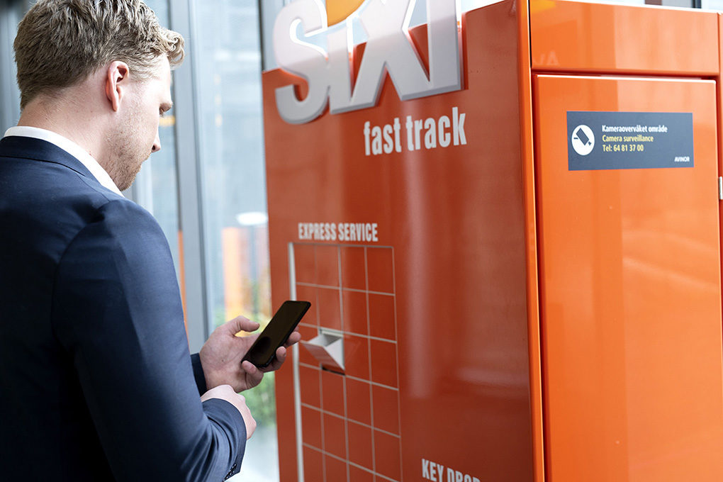 Sixt Fast Track cabinet and man-1